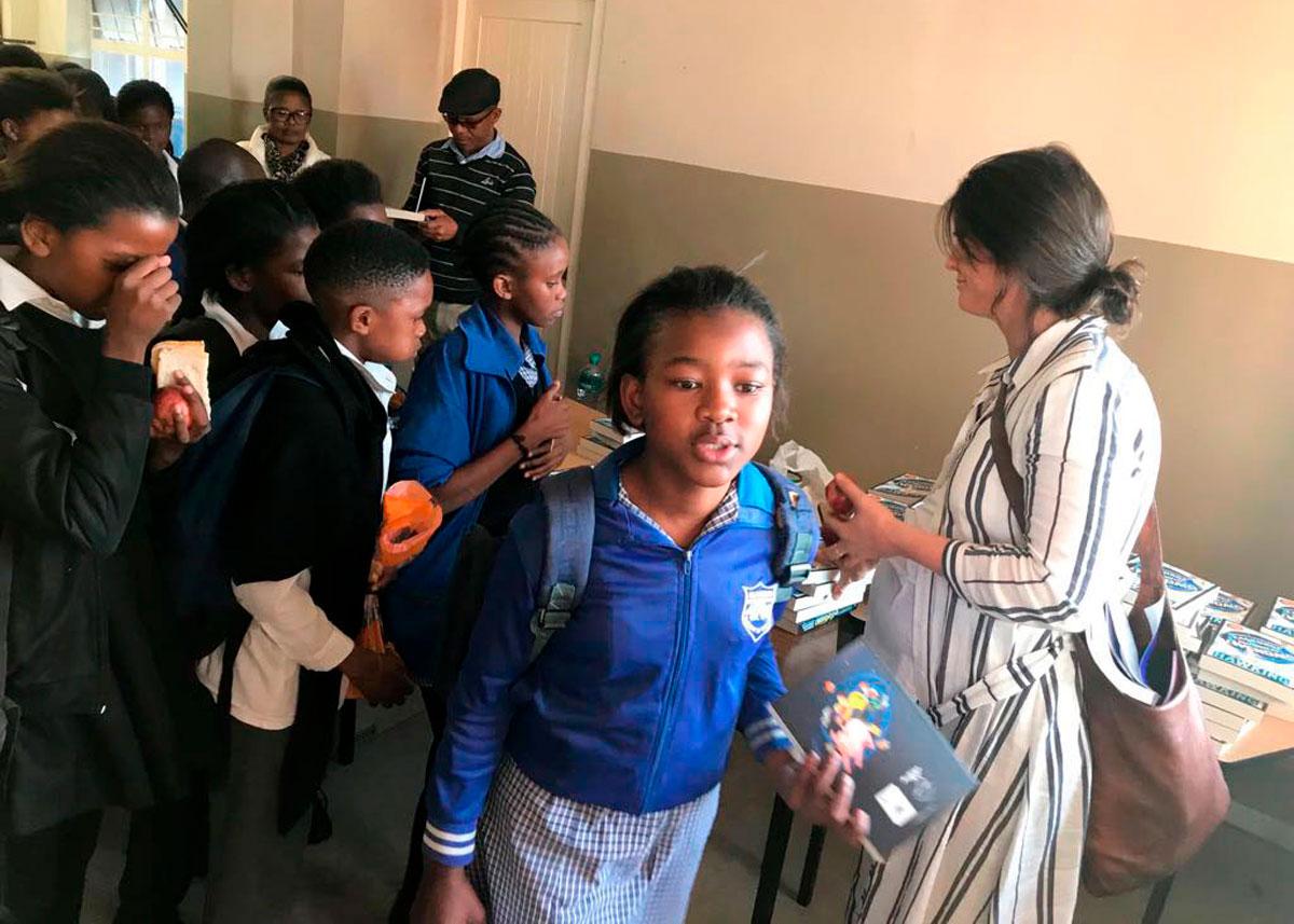 Science-Book-Event-at-Molo-Mhlaba-School-in-Khayelitsha01
