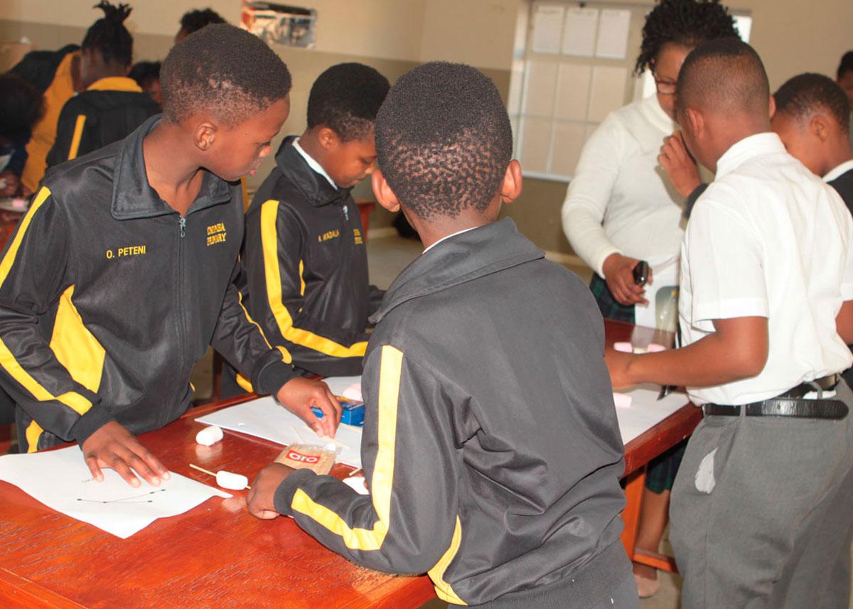 Science-Book-Event-at-Molo-Mhlaba-School-in-Khayelitsha03