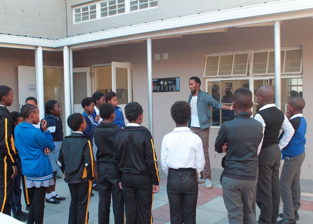 Science-Book-Event-at-Molo-Mhlaba-School-in-Khayelitsha04